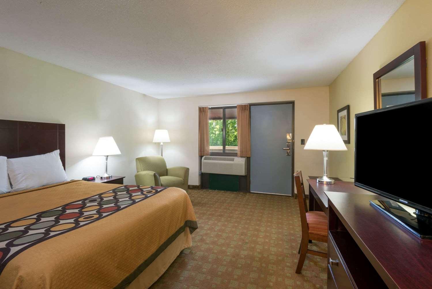 Room - Super 8 Hotel White River Junction