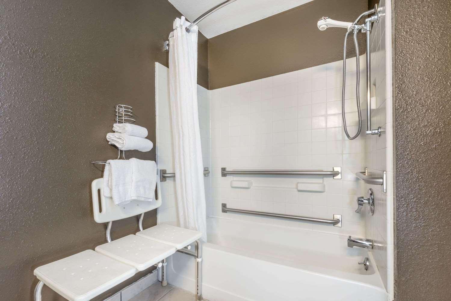 Room - Super 8 Hotel Georgetown