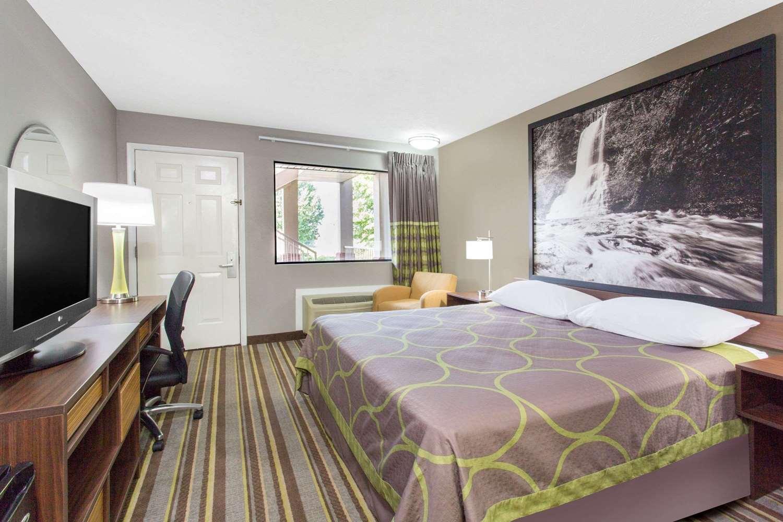 Room - Super 8 Hotel Wytheville