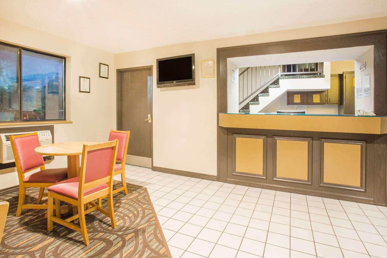 Lobby - Super 8 Hotel Lexington