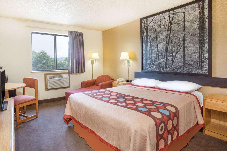 Room - Super 8 Hotel Lexington