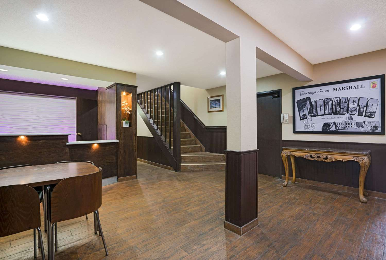 Lobby - Super 8 Hotel Marshall