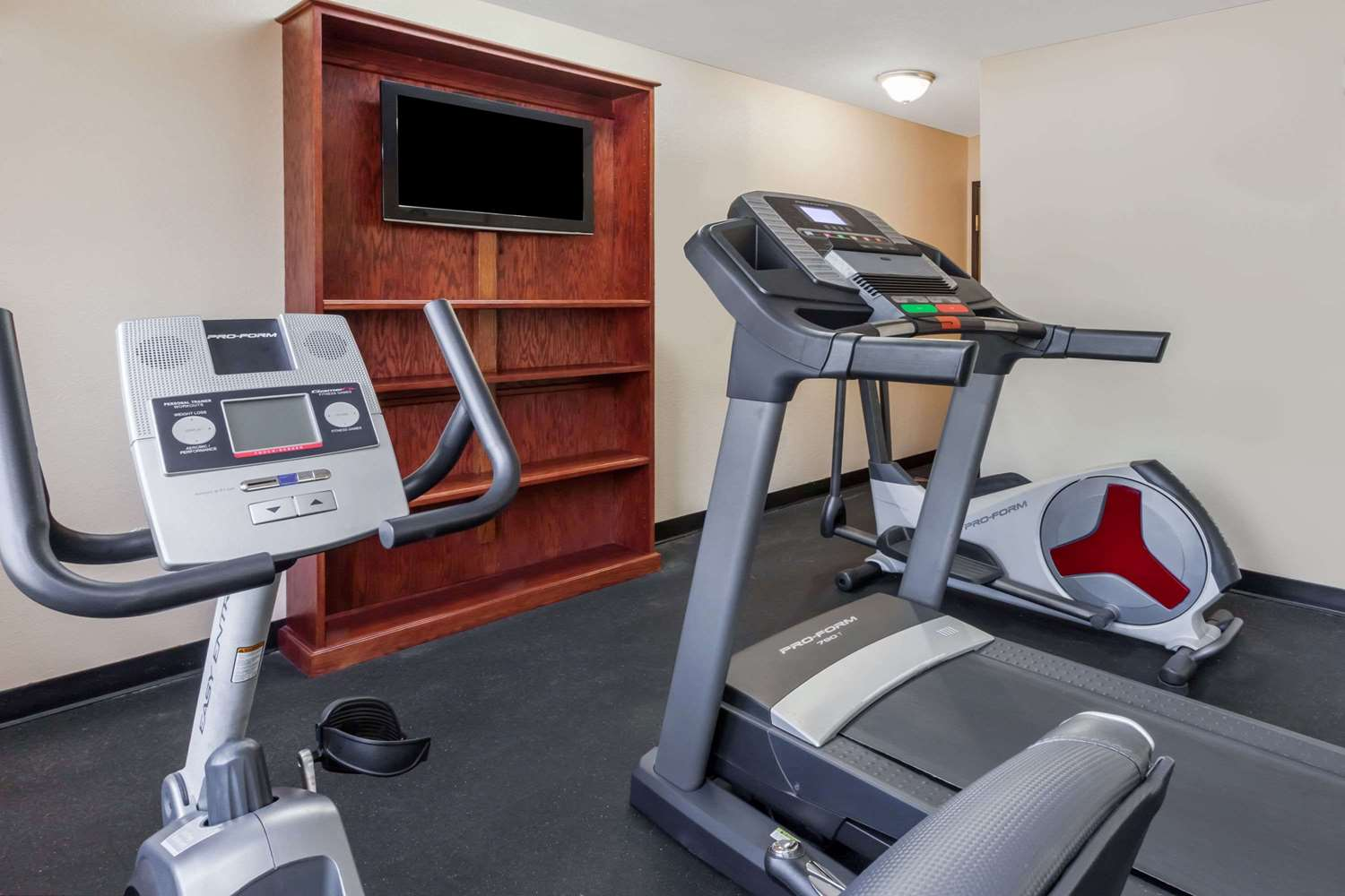Fitness/ Exercise Room - Super 8 Hotel South Bowling Green