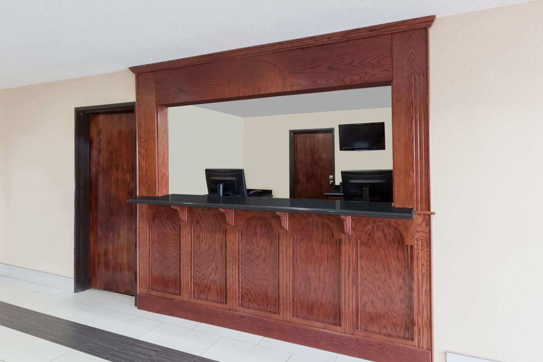 Lobby - Super 8 Hotel South Bowling Green