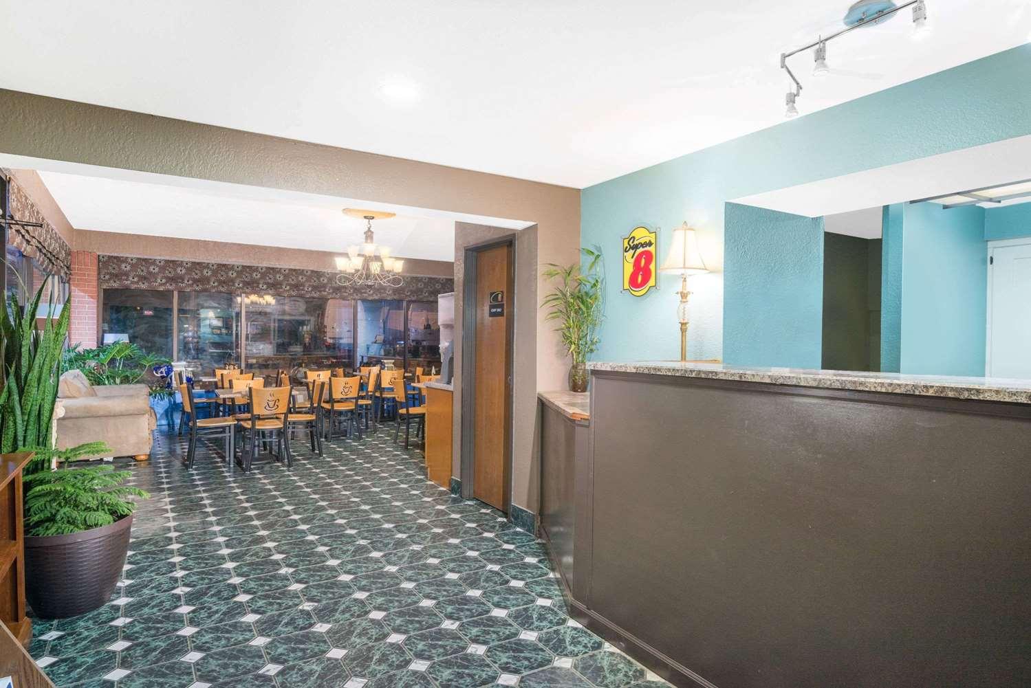 Lobby - Super 8 Hotel Corbin