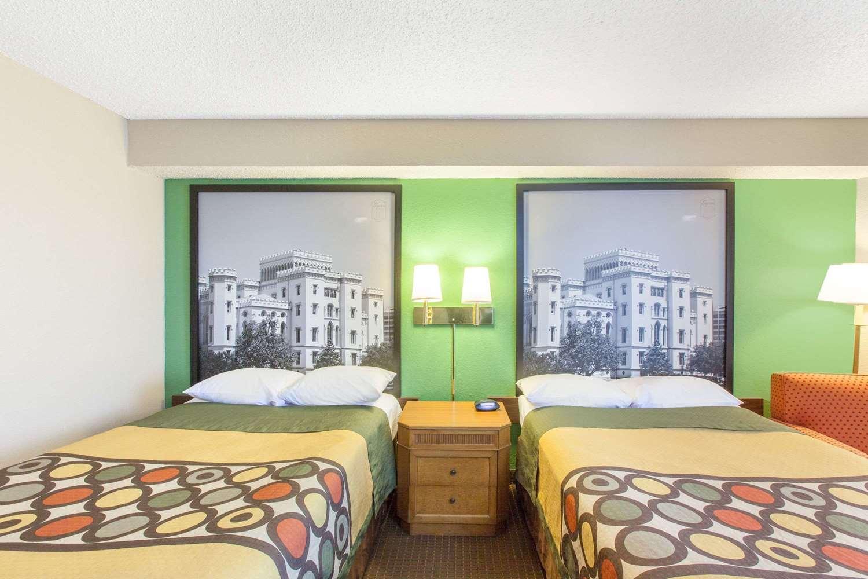 Room - Super 8 Hotel Lafayette