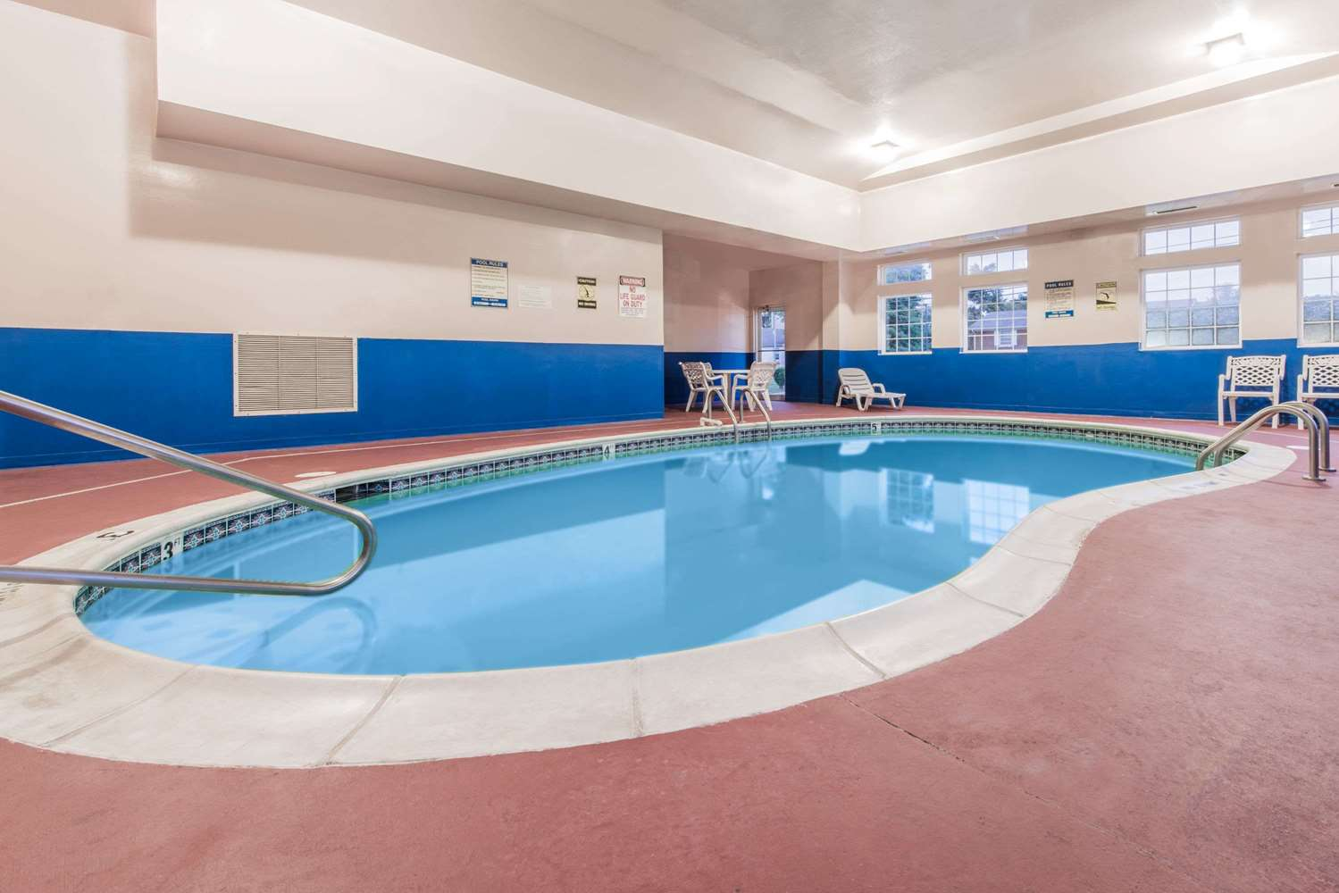 Pool - Super 8 Hotel Elizabethtown