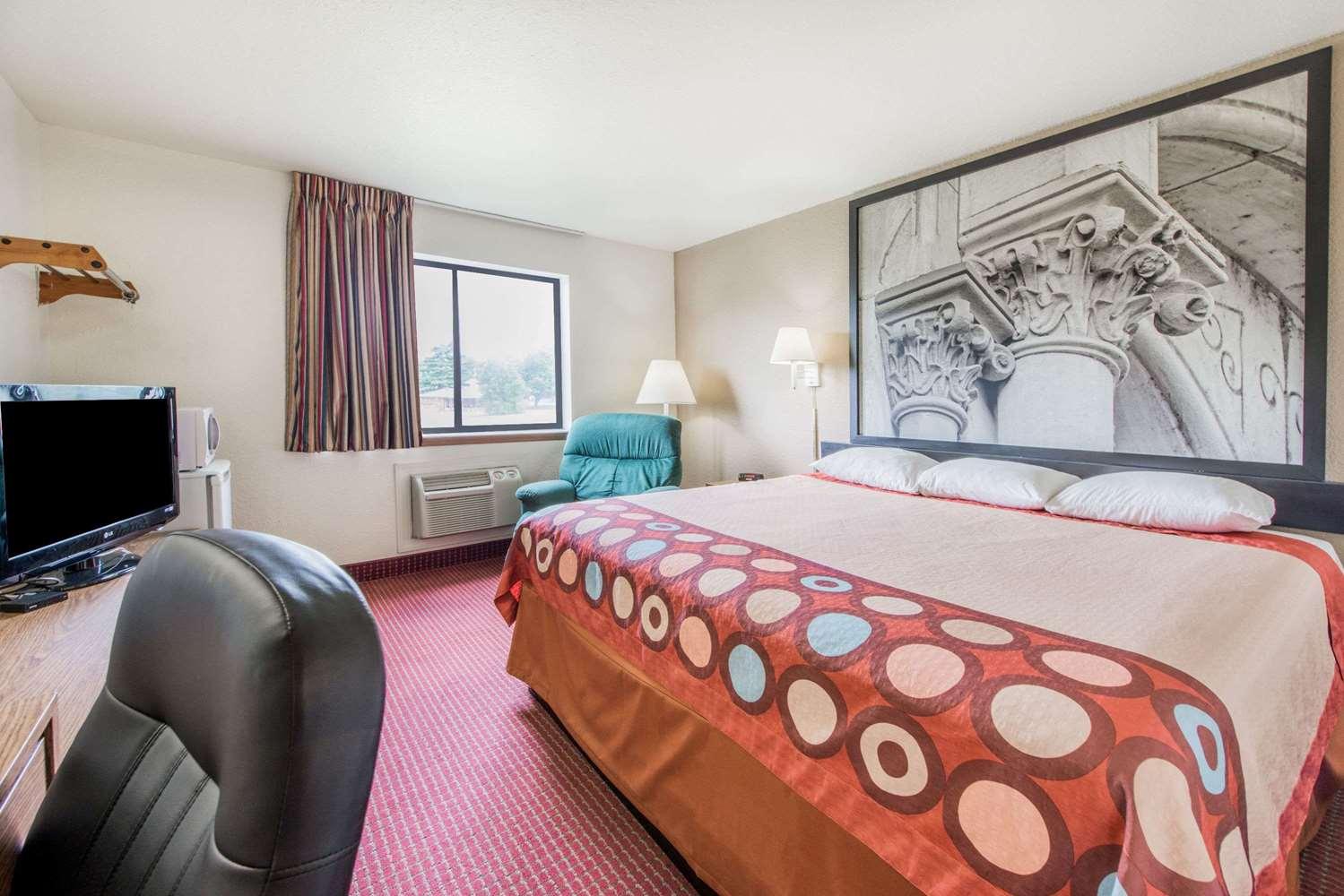 Room - Super 8 Hotel Elizabethtown