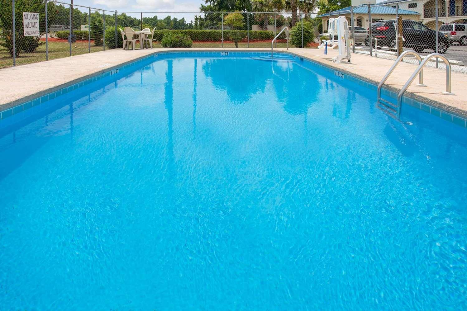 Pool - Super 8 Hotel Walterboro