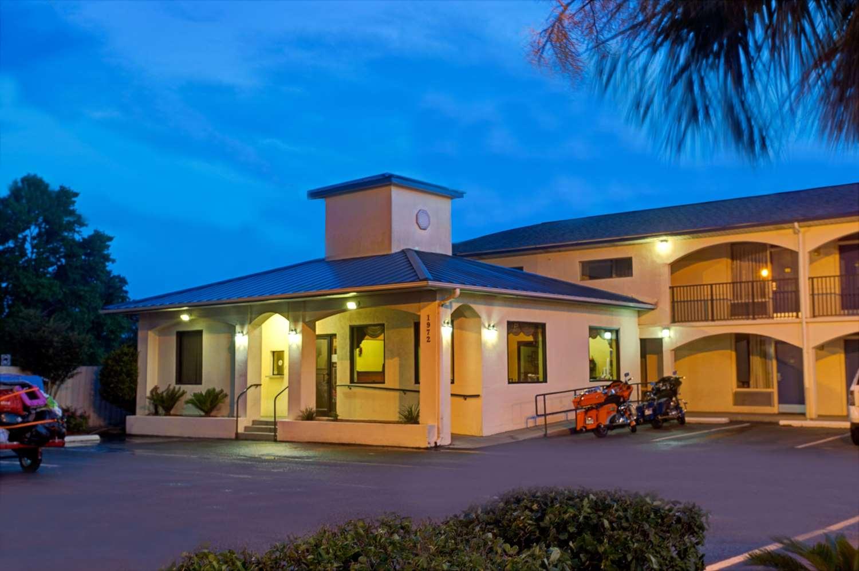 Exterior view - Super 8 Hotel Walterboro