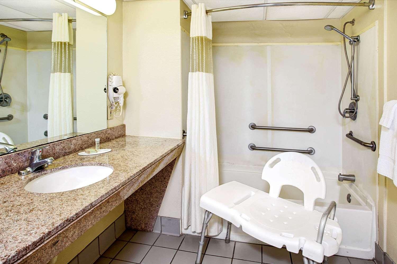 Room - Super 8 Hotel Walterboro
