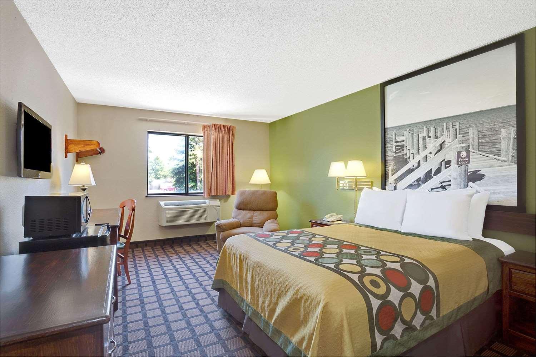 Room - Super 8 Hotel Churchland Chesapeake