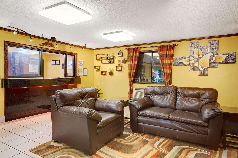 Lobby - Super 8 Hotel Churchland Chesapeake