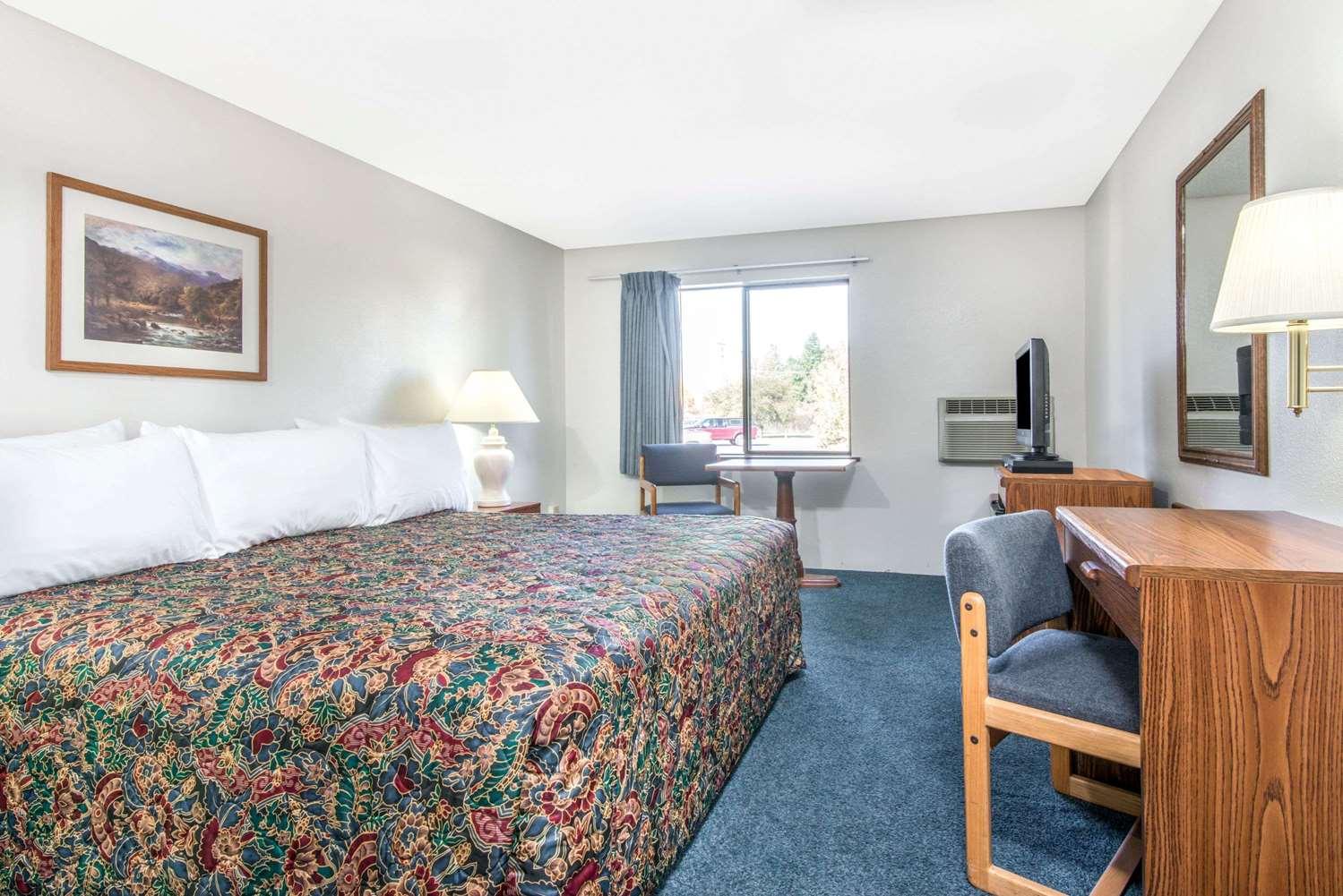 Room - Super 8 Hotel Brooks Street Missoula