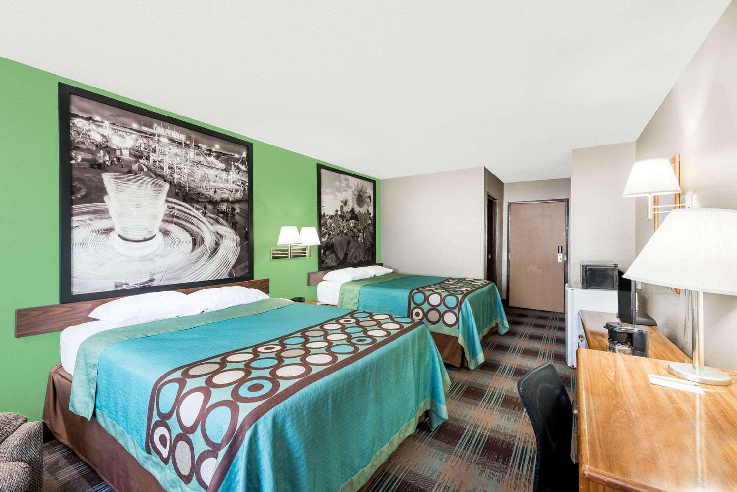 Room - Super 8 Hotel Parsons