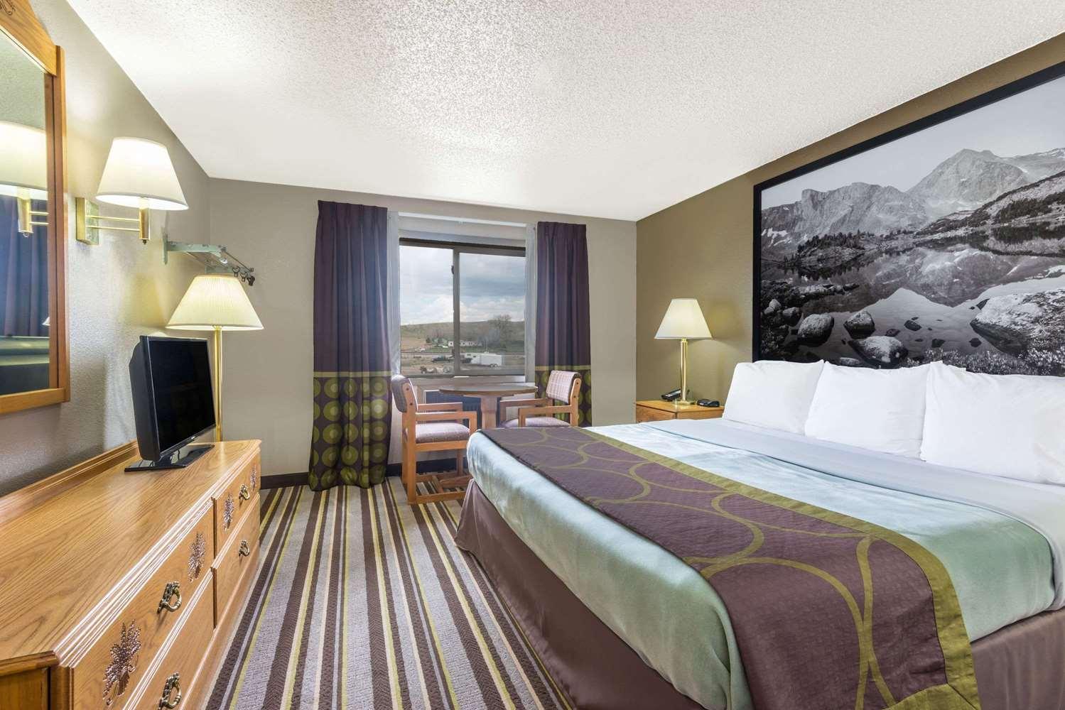 Room - Super 8 Hotel Sheridan