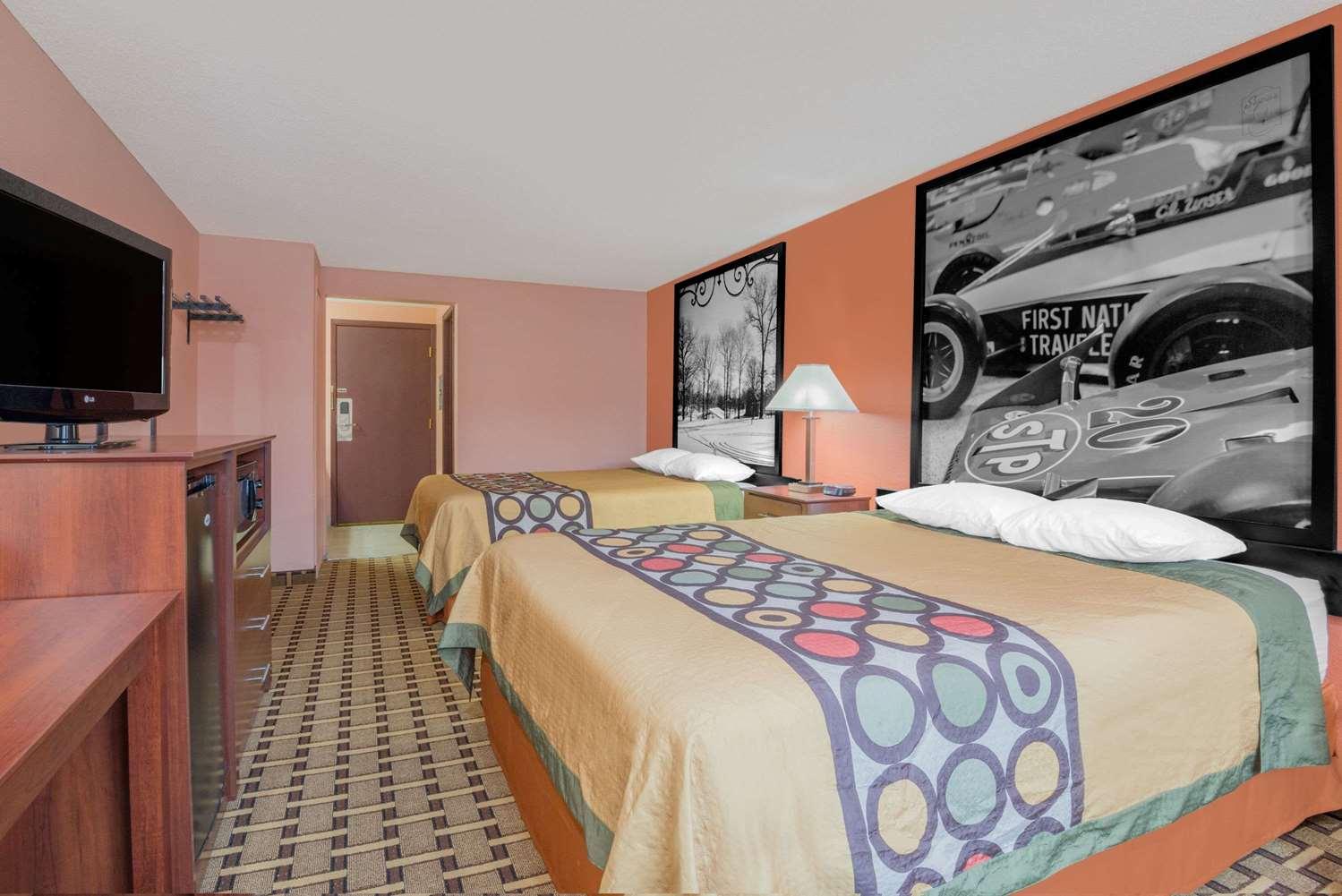 Room - Super 8 Hotel Shelbyville
