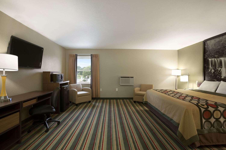 Suite - Super 8 Hotel Tuscola