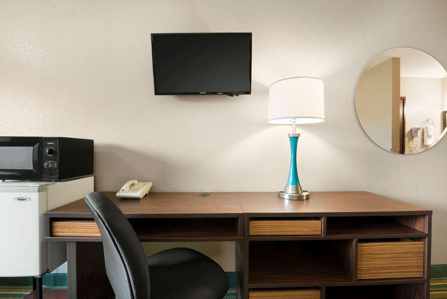 Room - Super 8 Hotel Rantoul