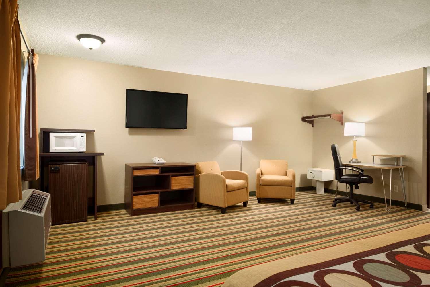 Suite - Super 8 Hotel Rantoul