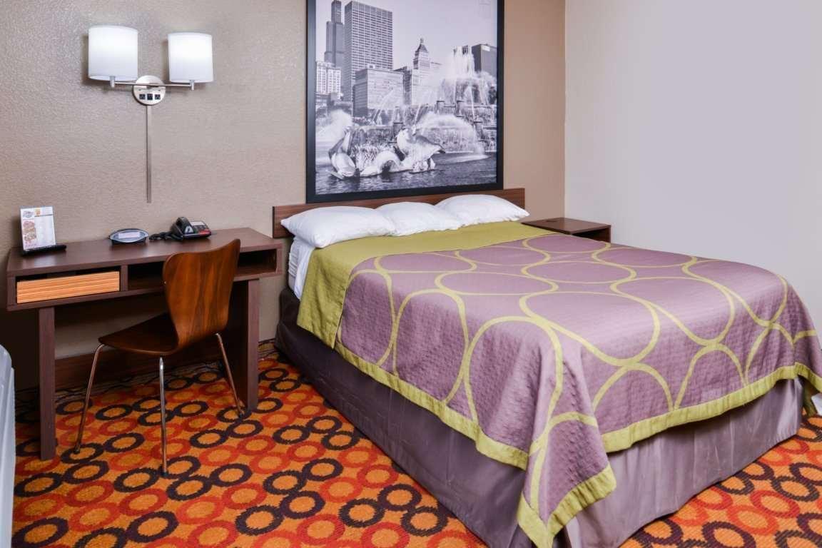 Room - Super 8 Hotel Romeoville