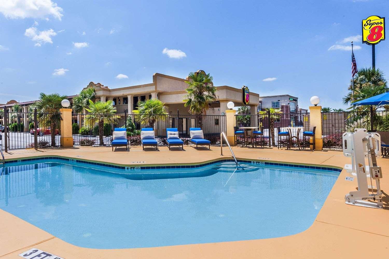 Pool - Super 8 Hotel Stockbridge