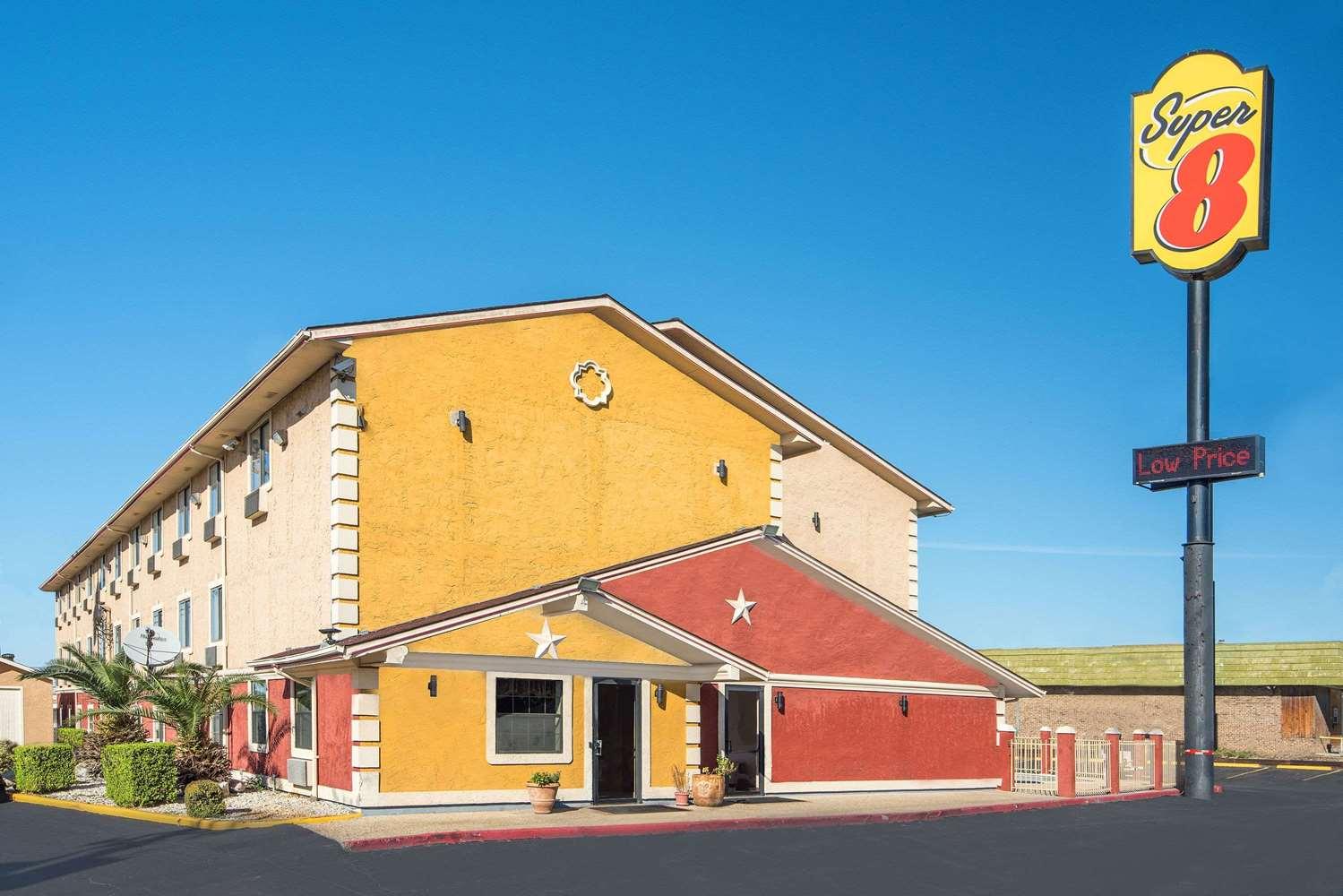 Exterior view - Super 8 Hotel I-35 North San Antonio