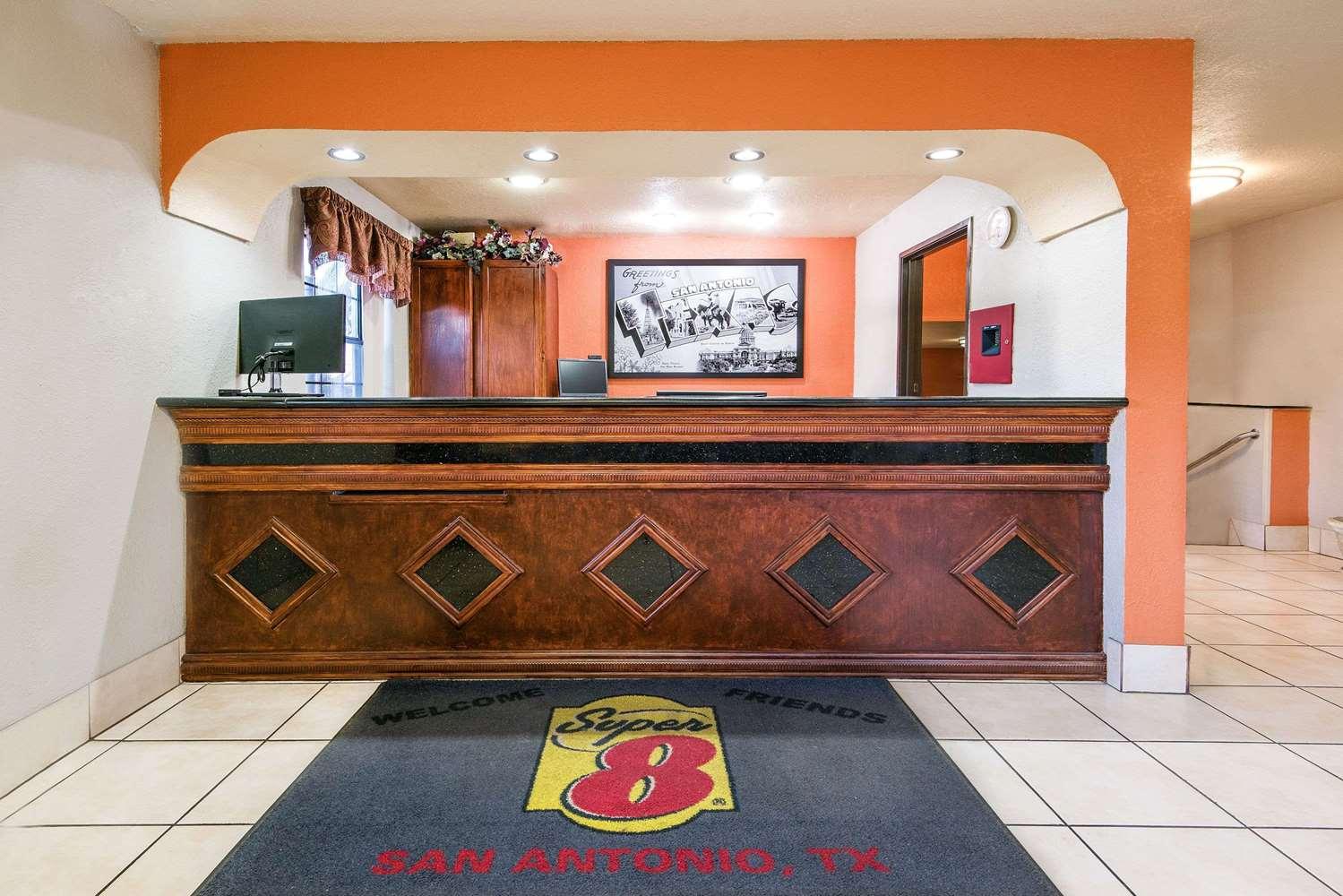 Lobby - Super 8 Hotel I-35 North San Antonio