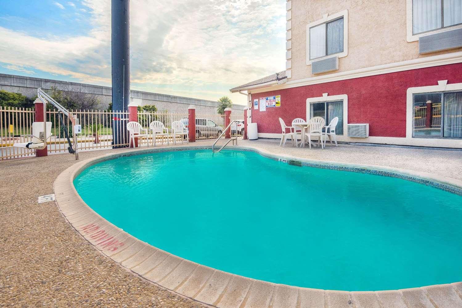 Pool - Super 8 Hotel I-35 North San Antonio