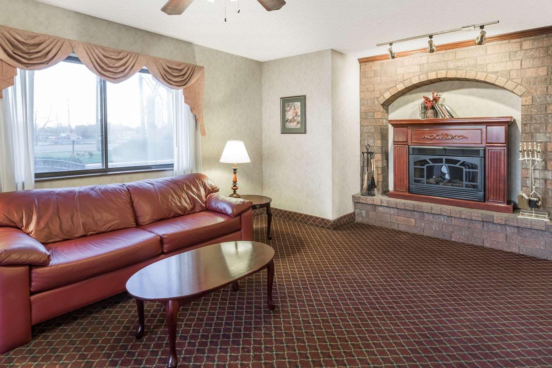 Suite - Super 8 Hotel Woodstock