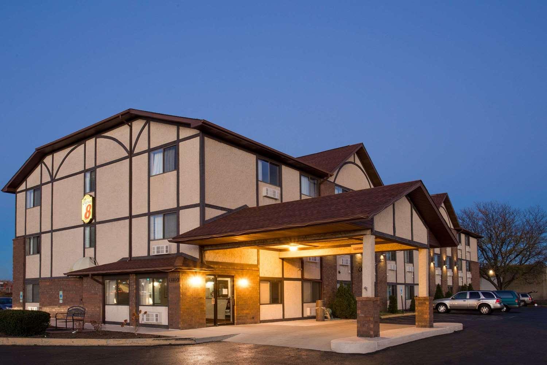 Exterior view - Super 8 Hotel Woodstock