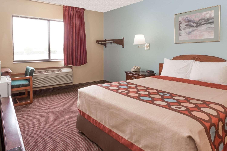 Room - Super 8 Hotel Woodstock