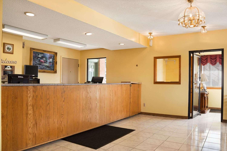Lobby - Days Inn Wichita West