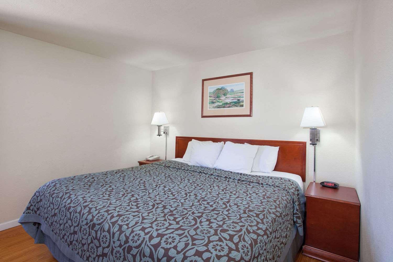 Suite - Days Inn Orange