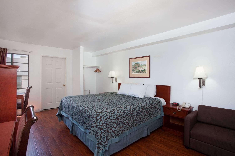Room - Days Inn Orange