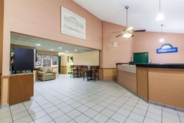 Lobby - Days Inn Canastota