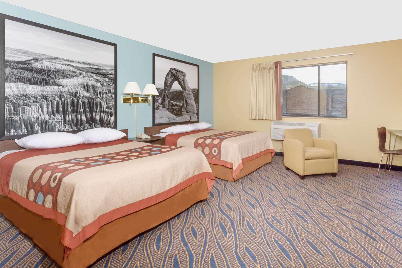 Room - Super 8 Hotel Cedar City