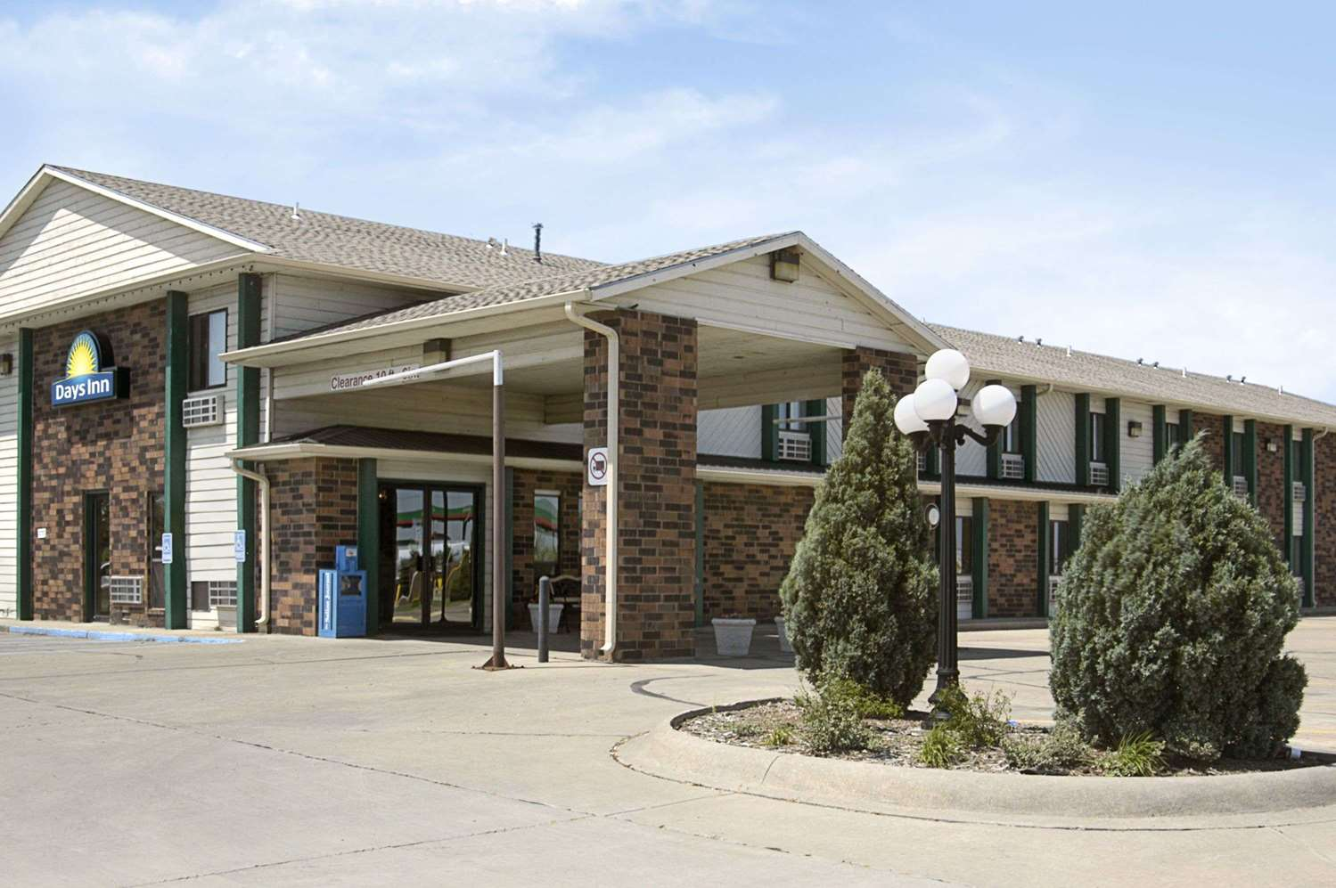 Exterior view - Days Inn I-70 Salina
