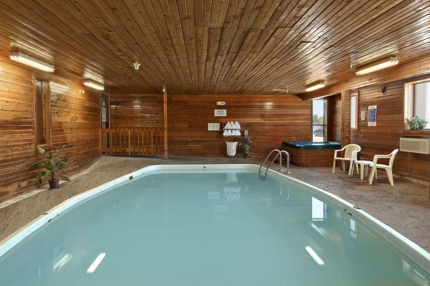 Pool - Days Inn I-70 Salina