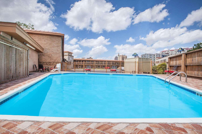 Pool - Days Inn Alamo San Antonio