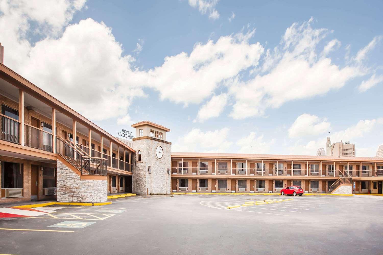 Exterior view - Days Inn Alamo San Antonio