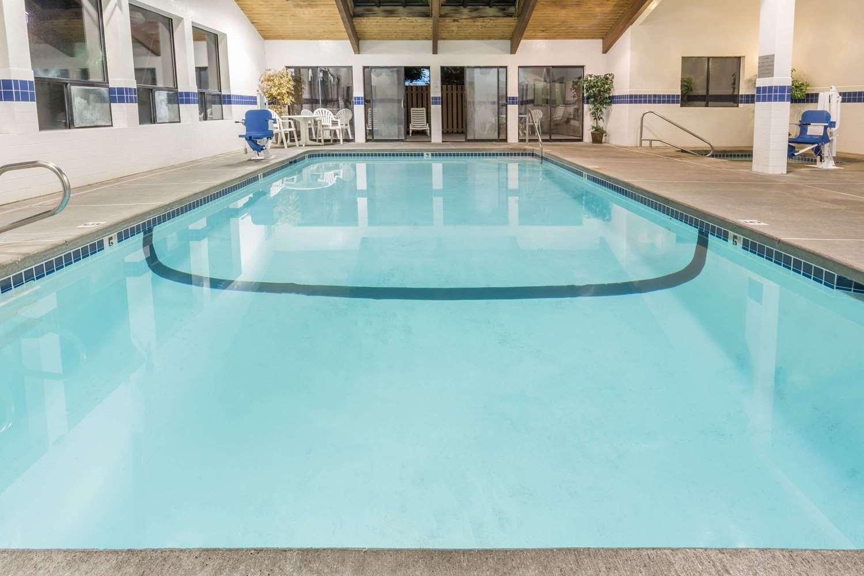 Pool - Super 8 Hotel Bend
