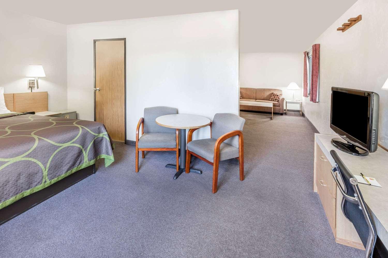 Suite - Super 8 Hotel Bend