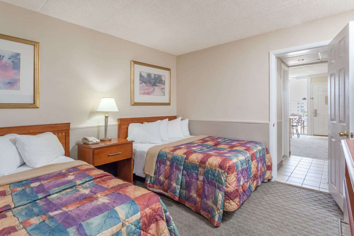 Room - Days Inn & Suites Wildwood