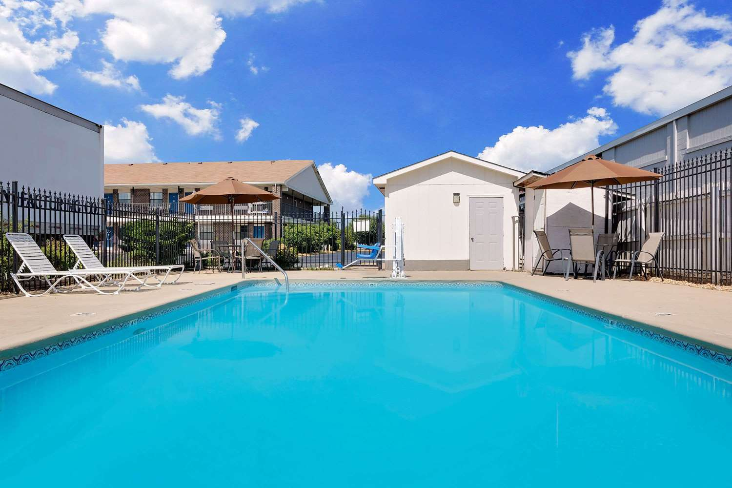 Pool - Days Inn Demopolis