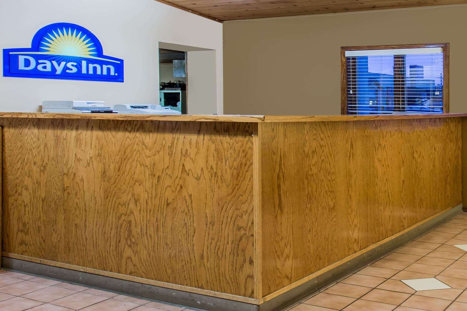 Lobby - Days Inn West Allis