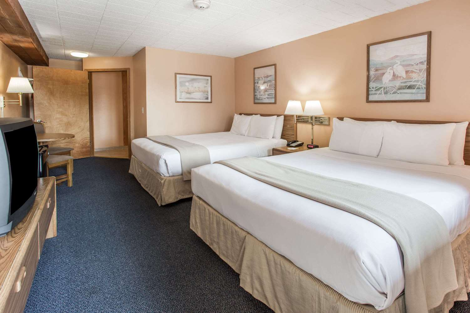 Room - Days Inn West Allis