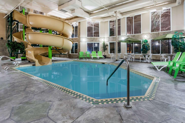Pool - Wingate by Wyndham Hotel Calgary