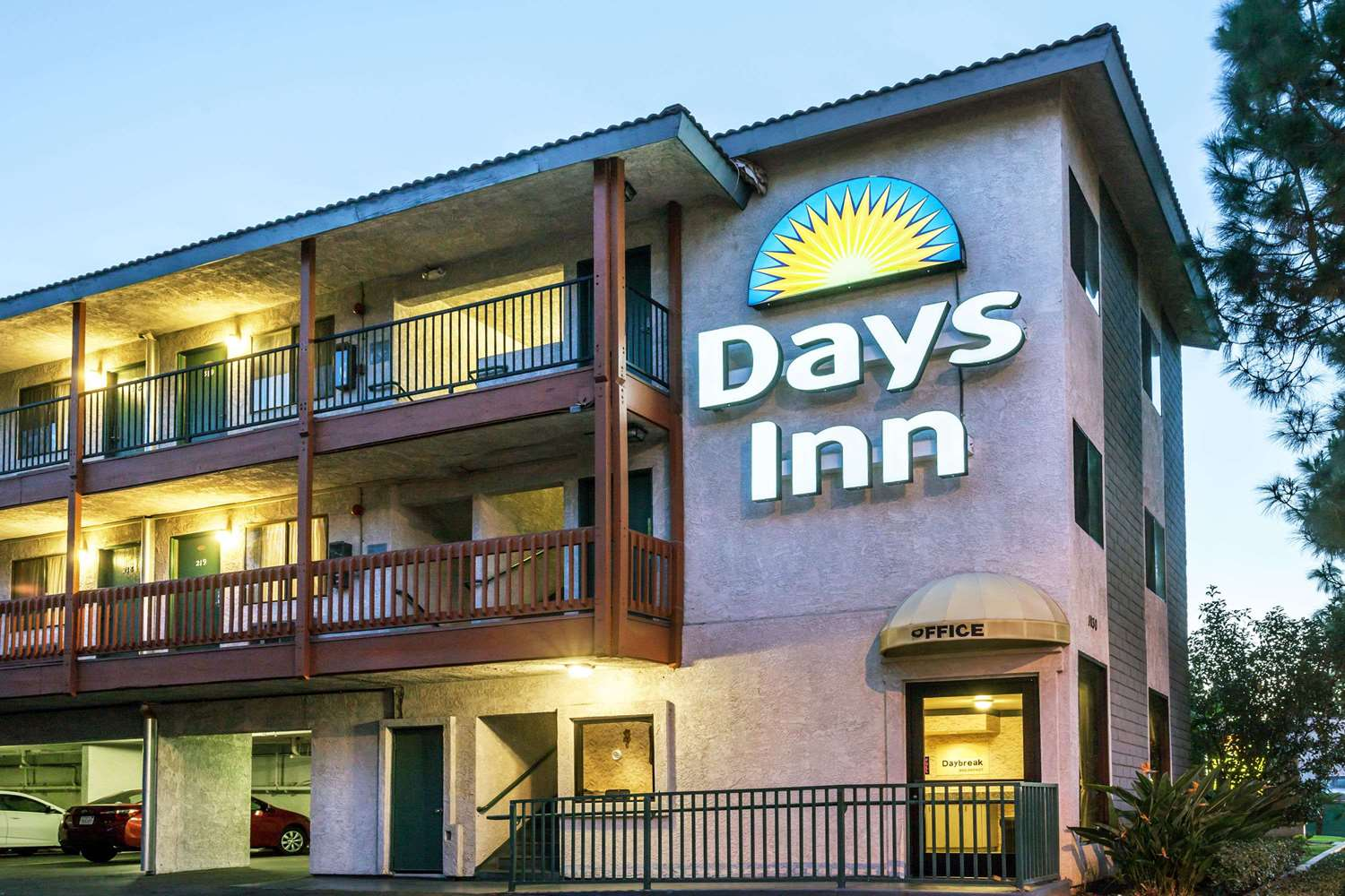 Exterior view - Days Inn Disneyland West Anaheim