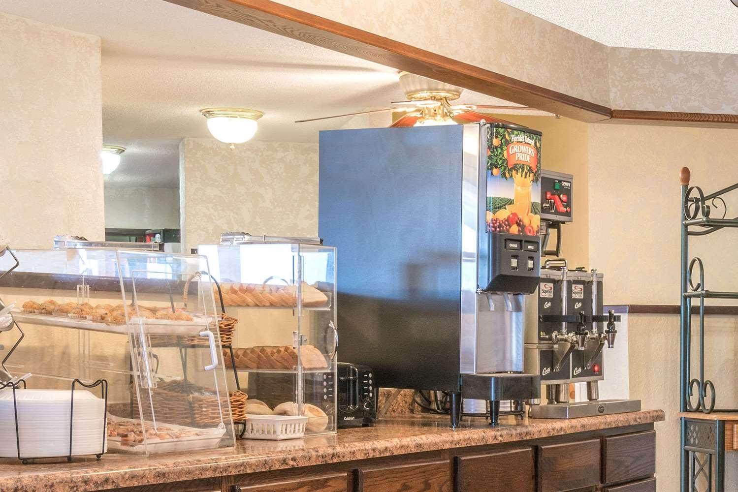 proam - Howard Johnson Inn West Fargo
